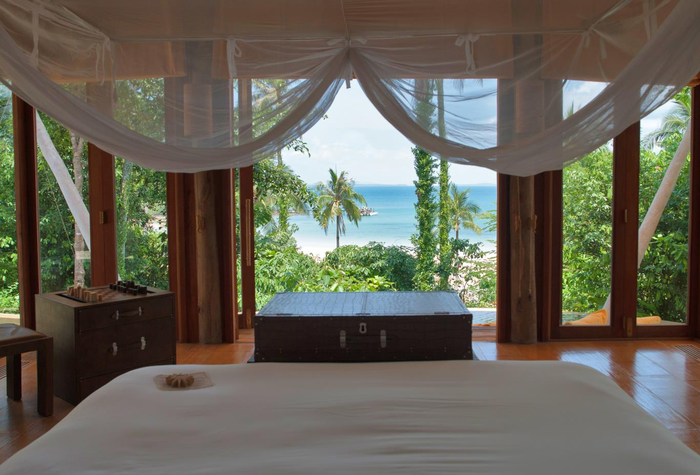Ocean / Beach Front Pool Villa Suite bedroom